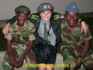 Руслана Цихоцька з колегами-армійцями з Африки
