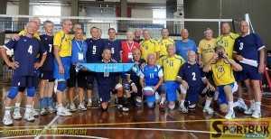 Фіналісти у віковій групі 70 років (українці – у синій формі)