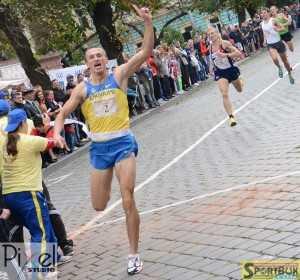 Переможний фініш Олександра Борисюка. Фото: Ігор БІЛЕЦЬКИЙ