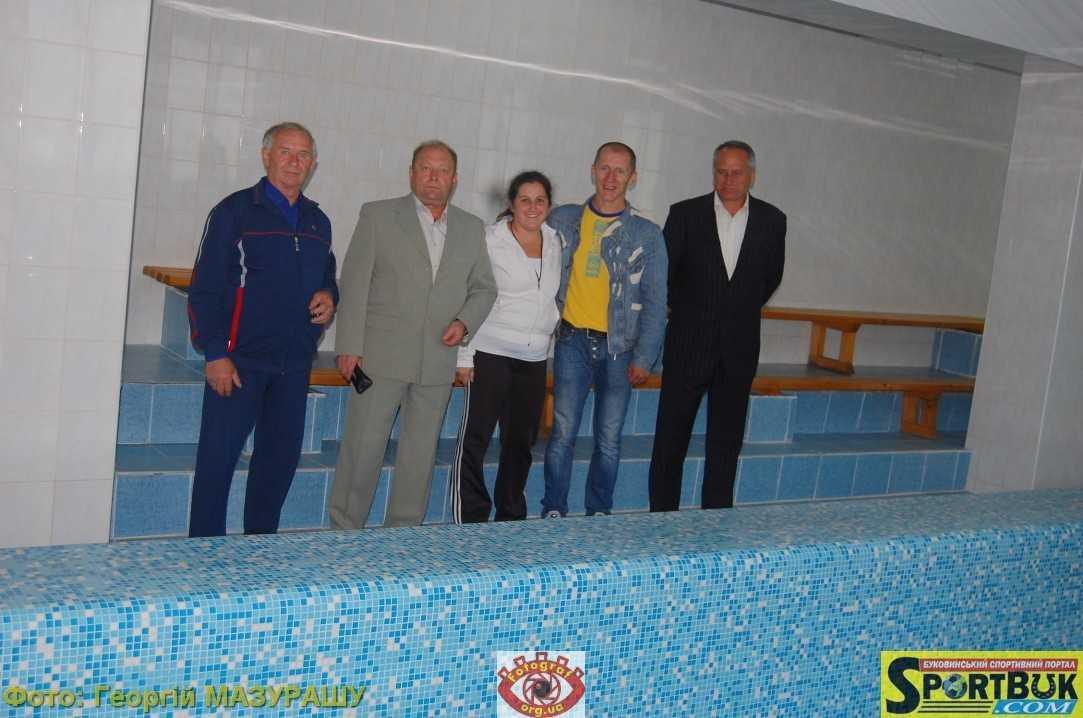 Фото: «Головний олімпієць» відкрив на Буковині новий стандартний басейн