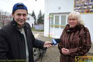 Автор і ведучий «Спорт-тайму» Ігор Савчин особливо тепло вітав керівника села Олену Нандриш, яка, як виявилось, у 80-х роках минулого століття... працювала на обласній держтелерадіокомпанії.