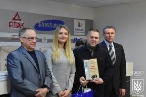 Нагороду з рук зірок спорту отримав кращий спортивний фотограф-аматор України 2015 Андрій Гоменюк