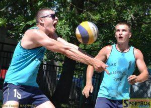Сашко Буздуган влітку встигав пограти і у Буковинській лізі пляжного волейболу