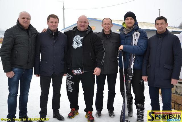 «Спортивна зима 2017»: лижі, сноутюби і… «міністерсько-богатирський» більярд (фото)