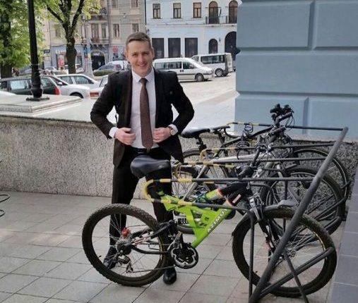 Депутат приїхав на сесію міськради на ровері без «спеціального приводу»:)