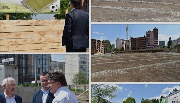 """Міністр """"та спорту"""" і місцеві керівники інспектували будівництво стадіону у Чернівцях"""