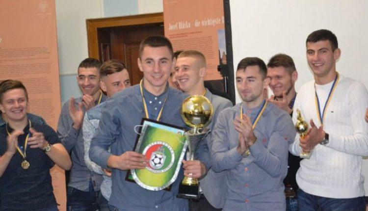 Нагородили чемпіона області 2017 і презентували гімн ФК «Університет» (фото, відео)