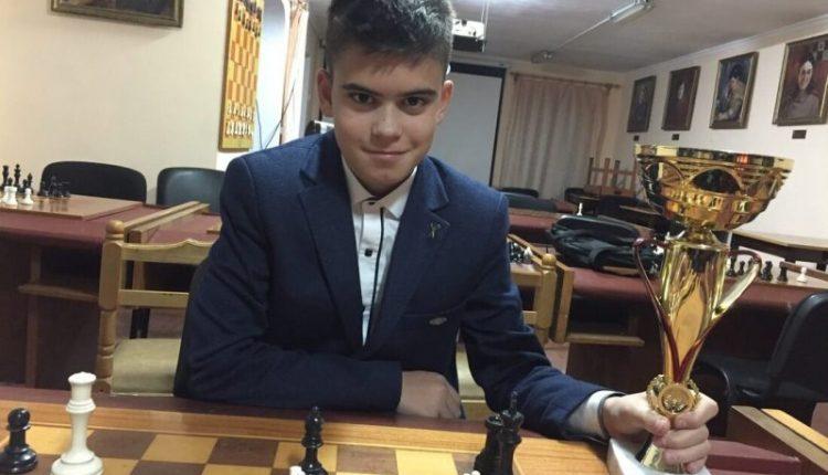 Юний чернівецький футболіст виграв чемпіонат області з шахів (відео)
