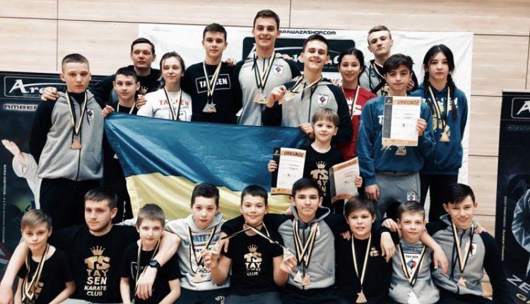 Буковинці привезли 19 нагород з турніру в Німеччині